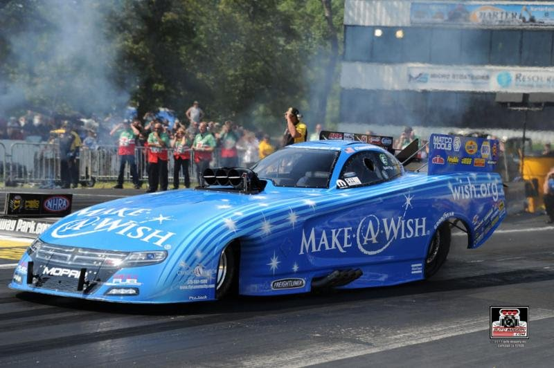Hot racetrack at Englishtown gives Johnson, Make-A-Wish Dodge momentum heading to Sunday in NHRA Summernationals